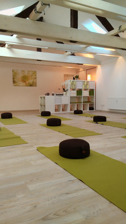 yoga studio spirit motion impressionen. Black Bedroom Furniture Sets. Home Design Ideas